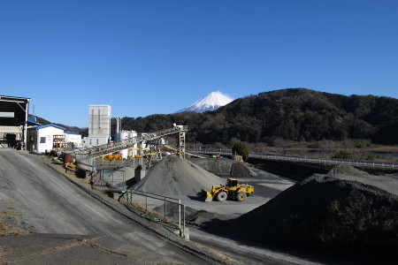 富士川沿いからの富士山