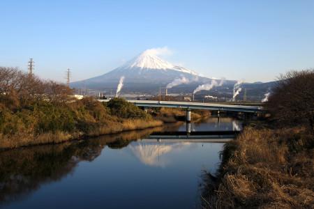 川面に映る逆さ富士