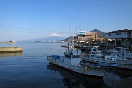 淡島そばから海越しの富士山