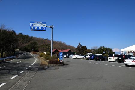 戸田峠を越えるとすぐに達磨山