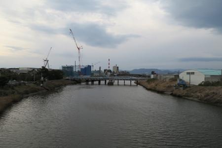 富士市の工場遠景