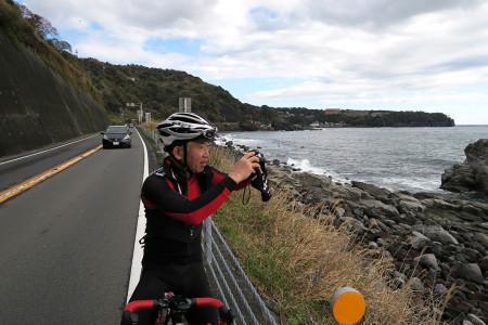 大島を撮影するSさん