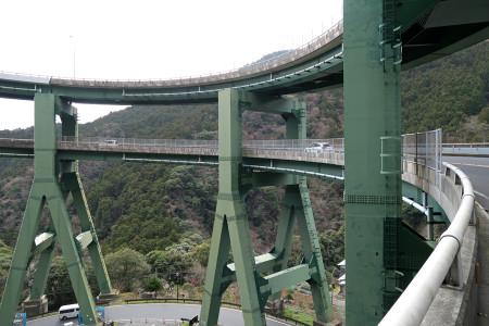 河津ループ橋にて