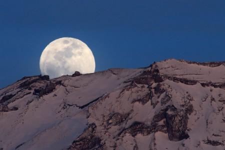 富士山頂(白山岳と雷岩)からのパール富士
