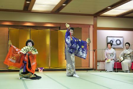 伊東旧見番芸妓衆による踊り