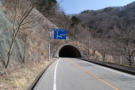 頂上の中之倉トンネル