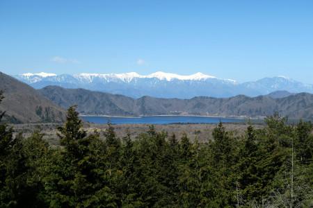 本栖湖と南アルプスの光景