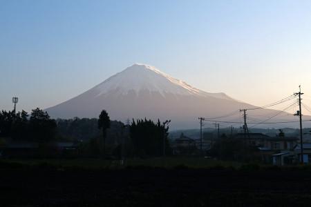 4月15日早朝の富士山
