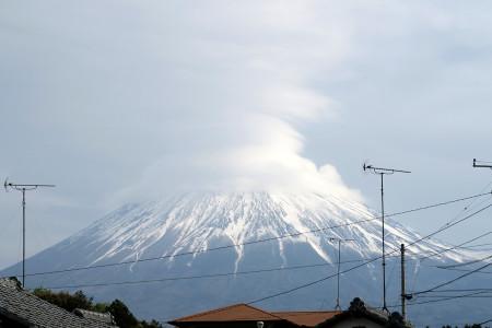 富士山には帽子のようなかさ雲