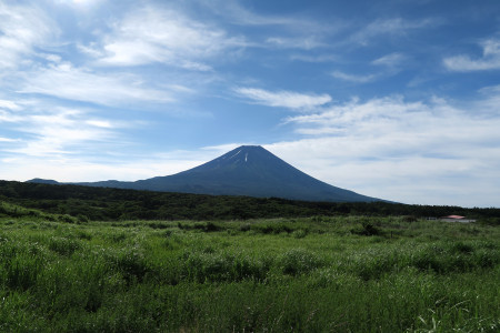 道の駅朝霧高原北側からの富士山