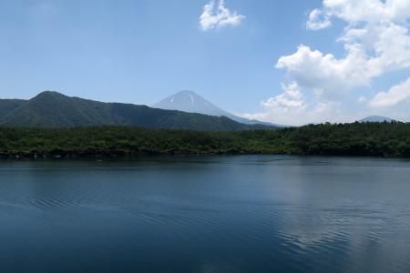 湖畔からの富士山