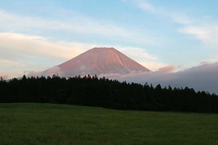 シルバーウイーク最終日の夕暮れ富士山