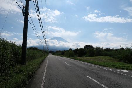 富士山に向かって上る道