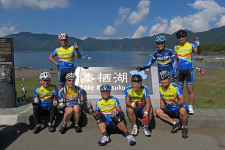本栖湖にて記念撮影