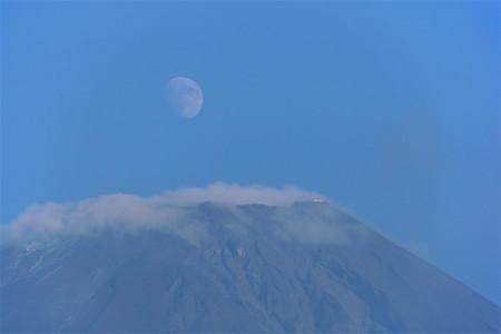 剣ヶ峰と月