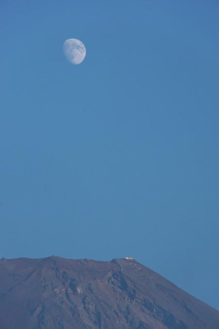 富士山頂と月