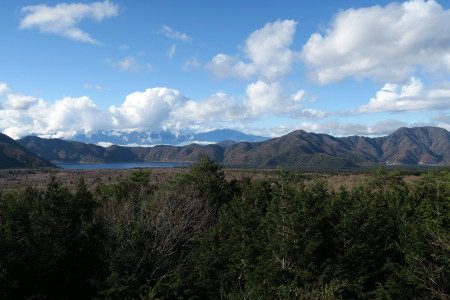 本栖湖と南アルプス