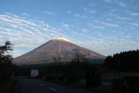 こどもの国前からの富士山