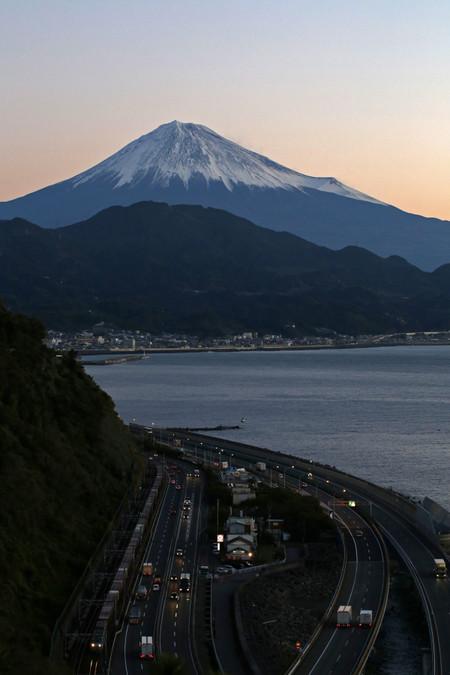 薩た峠から夜明けの富士山