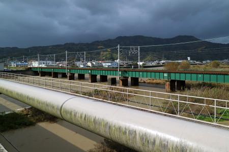 興津川の流れ