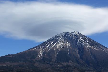 1月8日朝霧高原からの富士山とかさ雲