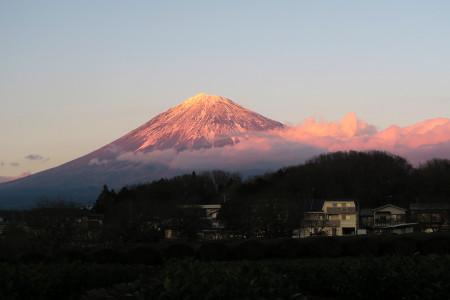 大晦日の夕暮れ富士山