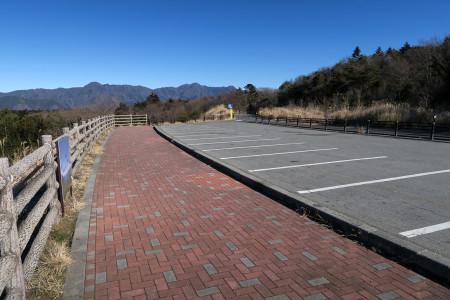 誰もいない駐車場
