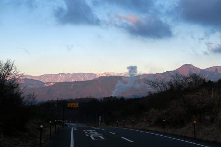 朝日の当たる山々