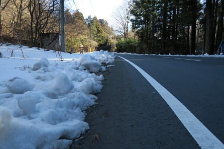 路肩の残雪