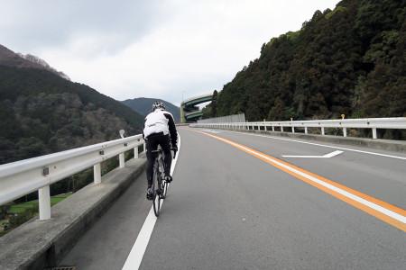 河津七滝ループ橋へ