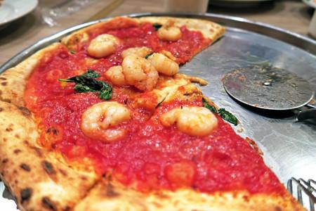トマトとエビのピッツァ