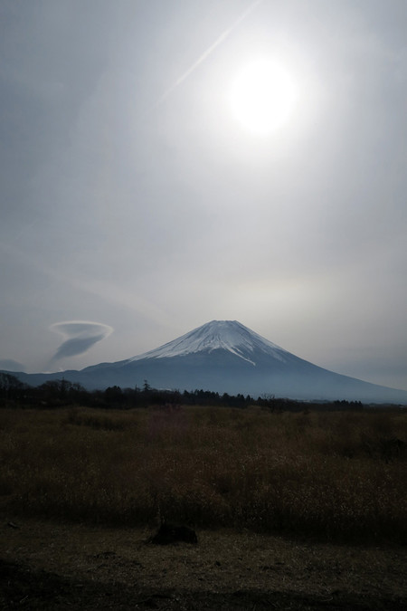 国道139号沿いから吊るし雲と富士山
