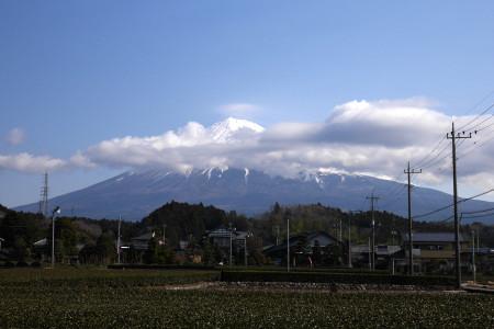 富士山にかさ雲
