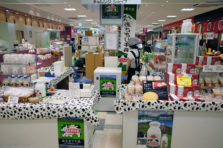 静岡パルシェ食彩館のあさぎり牛乳店舗