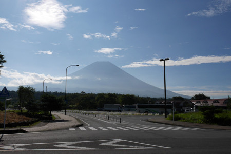 道の駅朝霧高原と富士山