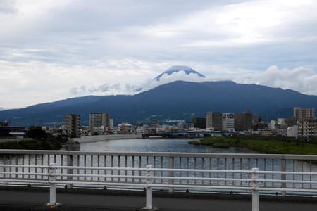 沼津港付近からの富士山