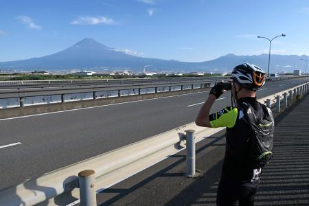 国道1号より富士山を撮影