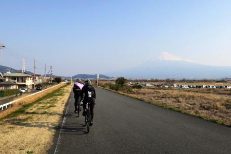 富士川沿いを走る