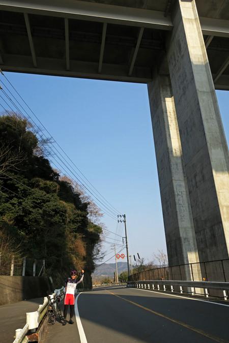 新東名高架下にて