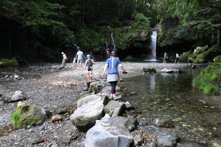 陣馬の滝にて