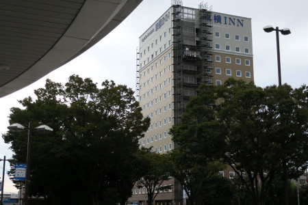 新富士駅も曇り空