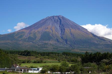初冠雪の富士山