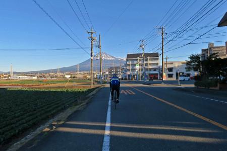 富士市街を走る