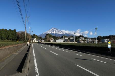 富士山に向かって上る