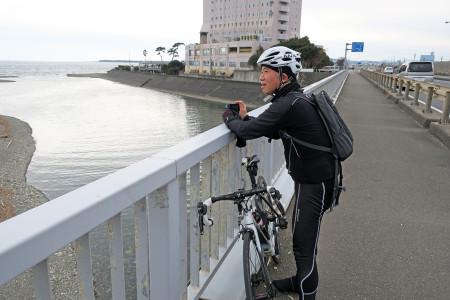 興津川河口にて